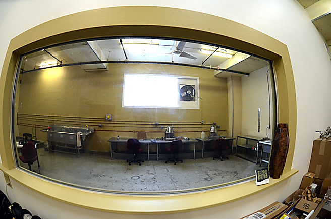 656-sight-glass-to-distilling-floor-cc-JNH_3576.jpg