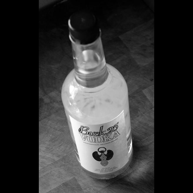 656-buck-25-bottle-JNH_4272.jpg